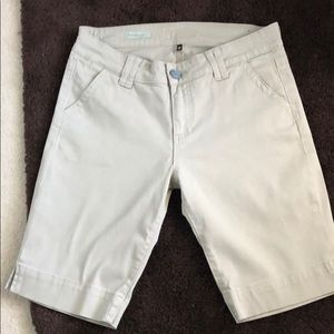 Kut from the Kloth Bermuda short. Size 10